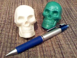 シャーペンはサイズ比較用です。